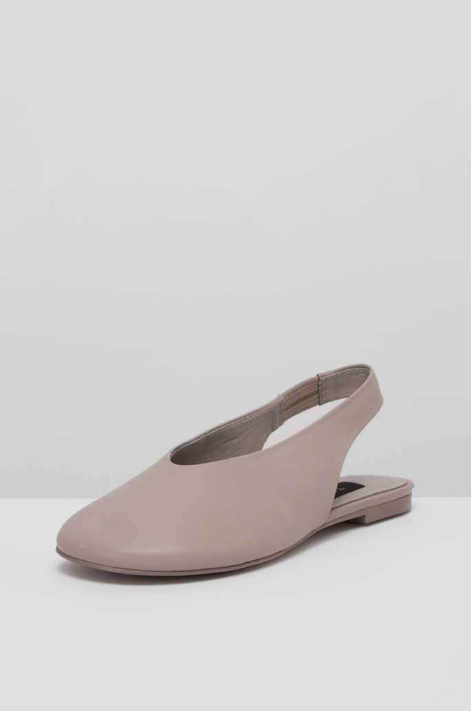 Wide round toe sling-back shoes