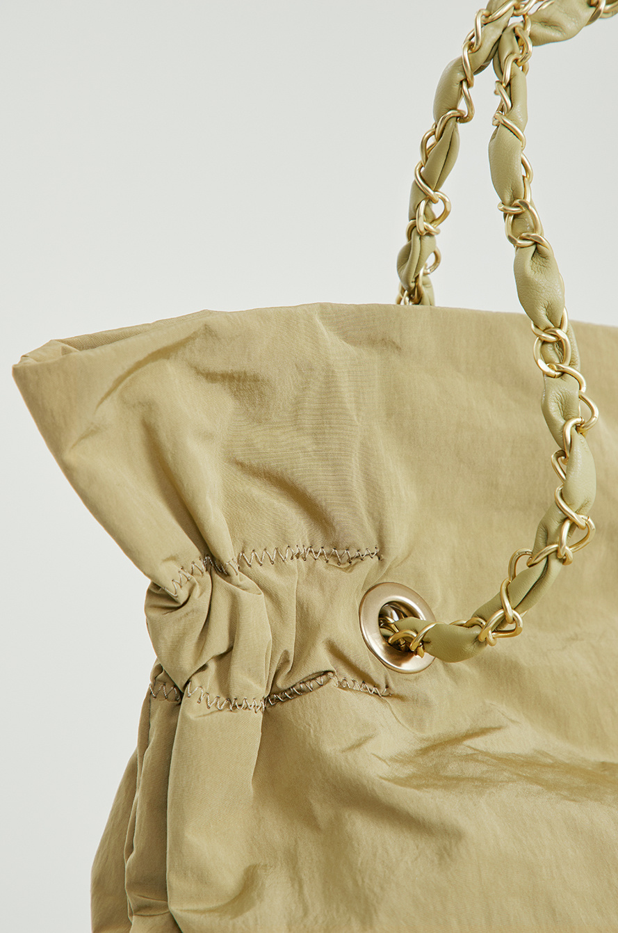 Chain shoulder bag