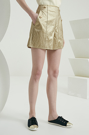 Glossy button shorts