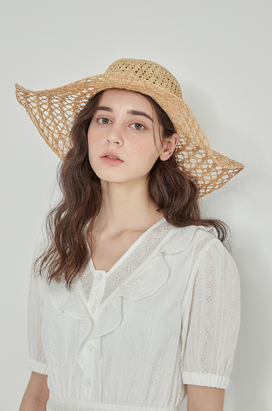 Rough raffia hat