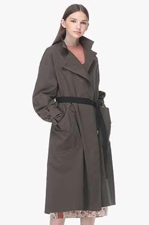 Lapel buton belted trench coat