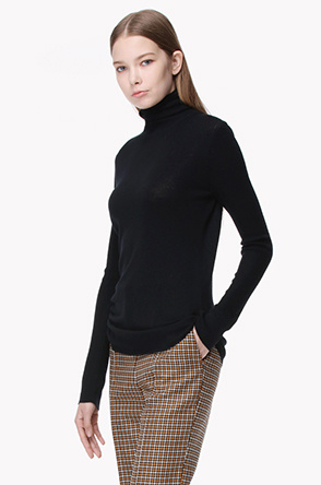 Piping point turtleneck wool knit sweater