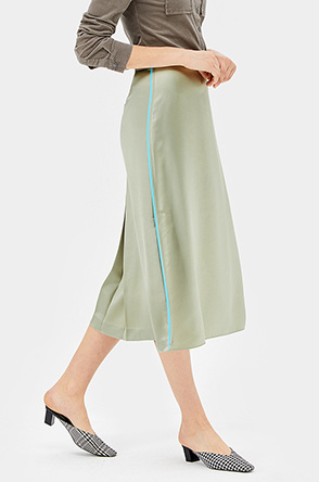 Piping line flare satin skirt