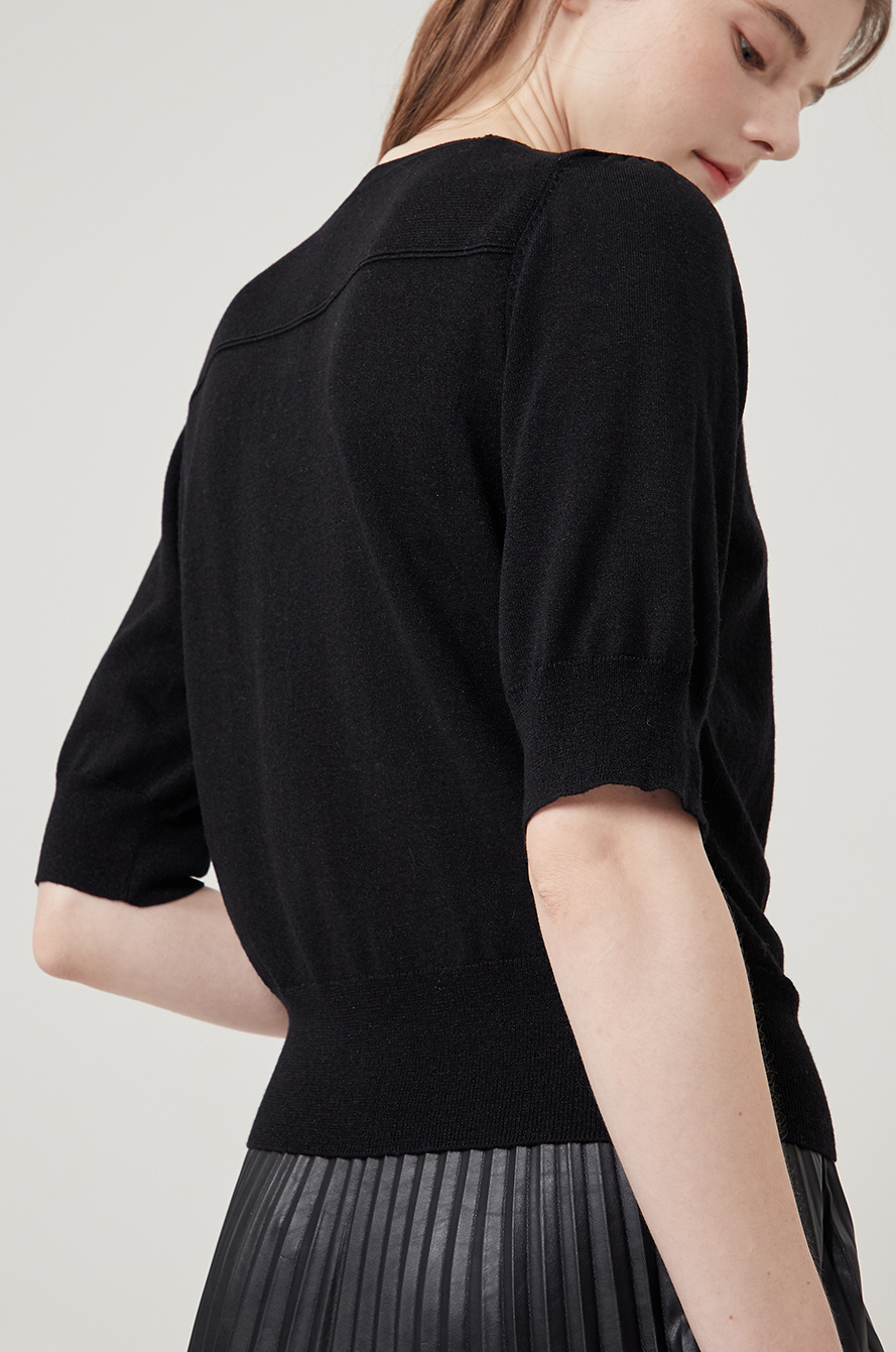 chain button knit top