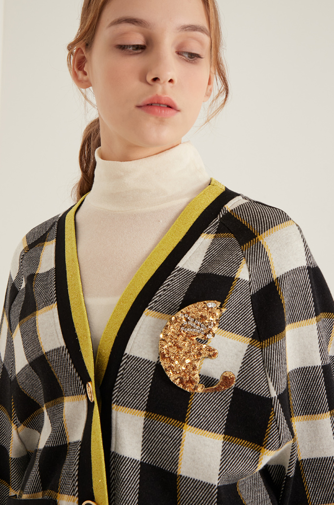 Check cardigan & sequin brooch